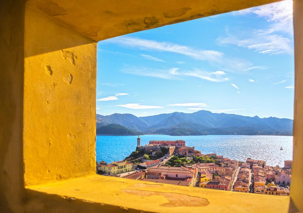 Cartoline elbane: dal porto a Forte Falcone