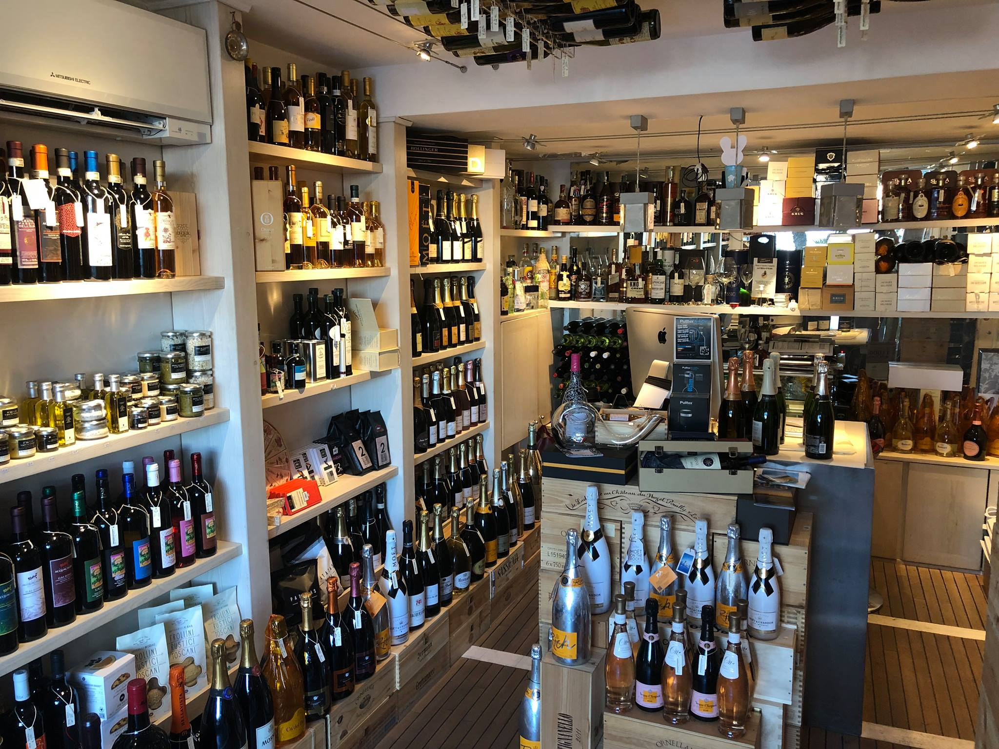 Calata Mazzini 15 – Vini & Selezioni